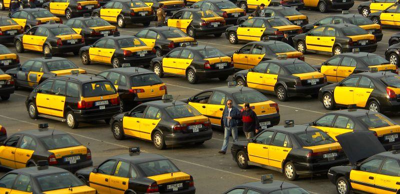Почему такси в Барселоне черно-желтого цвета?